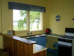 D-slide-lake-purrumbete-pelican-cottages-kitchen-1.jpg