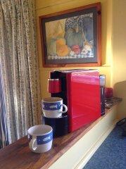 E-slide-lake-purrumbete-pelican-cottage-coffee.jpg